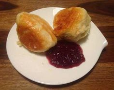 One of my favourite international breakfasts: Palatinate dumplings. Find an easy recipe how to make Dampfnudeln. Steamed Dumplings, Blog Pictures, Breakfast Recipes, Cloud, Easy Meals, One Pot Dinners, Cloud Drawing, Easy Dinners, Fast Meals