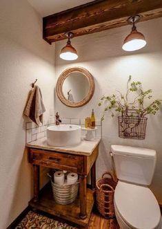 decoração rústica com espelho para lavabo com moldura e luminária em vigas de madeira #espelho #espelhoparalavabo #espelhosdecorativos