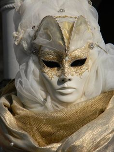if a wedding was masquerade themed... would be cool!