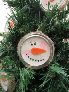 Mason Jar Lid Snowman Ornament by GrafftedProductions on Etsy Noel Christmas, Christmas Crafts For Kids, Homemade Christmas, Christmas Projects, Winter Christmas, Holiday Crafts, Holiday Fun, Christmas Gifts, Christmas Decorations