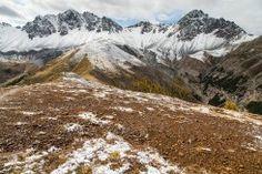 Herbstliches Gepränge am Mot Tavrü - In der Natur unterwegs Mount Everest, Mountains, Nature, Travel, Communities Unit, National Forest, Alps, Hiking, Naturaleza