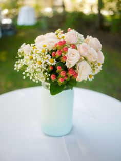 centerpiece idea, diy centerpiece design, wedding centerpiece // photo by @SAAweddings