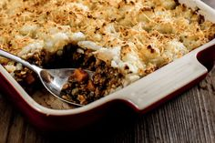 Curried Cottage Pie - Make delicious beef recipes easy, for any occasion Cottage Pie, Curry Powder, Food Styling, Beef Recipes, Cauliflower, Macaroni And Cheese, Roast, Easy Meals, Vegetables