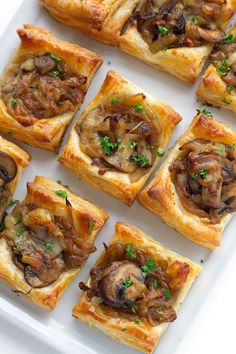 Flaky and delicious! Gruyere Mushroom & Caramelized Onion Bites with sautéed crimini mushrooms, balsamic caramelized onions, and applewood smoked gruyere cheese. Finger Food Appetizers, Holiday Appetizers, Yummy Appetizers, Cheese Appetizers, Appetizer Ideas, Holiday Parties, Party Appetizers, Puff Pastry Appetizers, Puff Pastry Recipes Savory