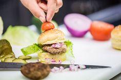 Unsere Mini-Burger sind fast zu herzig um davon abzubeißen!