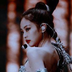 Kim Jennie, Blackpink Lisa, Yg Entertainment, Foreign Celebrities, Lisa Blackpink Wallpaper, Rapper, Blackpink Photos, Blackpink Fashion, Kpop Aesthetic