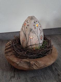 Most recent Photo easter Ceramics ideas Tips Keramik-Ei getöpfert Osterdeko Egg Crafts, Clay Crafts, Easter Crafts, Diy And Crafts, Ceramic Pottery, Ceramic Art, Art D'oeuf, Cerámica Ideas, Pottery Store