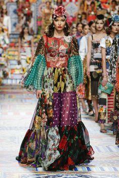 #mode #fashion #fashionweek #milan #moda #dolcegabbana #womenswear #look #like #like4like  Fashion news : Dolce Gabbana PRINTEMPS/ÉTÉ 2021 Milan Womenswear