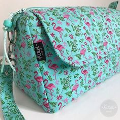 """Necessaire Trapézio. Tecido """"Flamingo"""". 🚫Não vendo projetos/moldes. . . . . #necessaire #trapézio #tecido #flamingo #pouch #amocosturar #costuracriativa #sewing #bykireicraft Zipper Pouch Tutorial, Cute Bags, Vera Bradley Backpack, Beautiful Bags, Crochet Stitches, Sewing Projects, Photo And Video, Coco, Purses"""