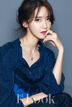 Girls' Generation's YoonAis looking stunning as always in '1st Look'.The star portrayed an elegant, lovely look with accessories b…