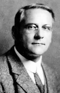 Moritz Schlick (1882-1936), philosophe allemand. Un des chefs de file du positivisme logique, fondateur du cercle de Vienne.