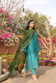 Pakistani Fashion Party Wear, Pakistani Fashion Casual, Indian Fashion Dresses, Indian Designer Outfits, Pakistani Outfits, Pakistani Kurta, Anarkali, Simple Pakistani Dresses, Pakistani Dress Design