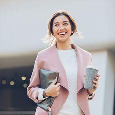 Trendy Fashion On A Budget – Fashion Corner Types Of Handbags, Designer Inspired Handbags, Fashion Corner, Stock Foto, Urban Setting, Trendy Fashion, Womens Fashion, Budget Fashion, Designer Wear