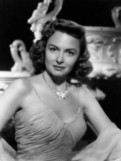 Donna Reed (January 1921 – January was an American film and television actress. Old Hollywood Glamour, Hollywood Actor, Golden Age Of Hollywood, Vintage Hollywood, Hollywood Actresses, Classic Hollywood, Vintage Glam, Vintage Beauty, Vintage Films