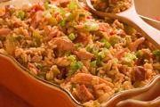 Hierdie resep het ek by 'n kollega gekry. Die geheim is om die resep die vorige dag al te begin! 'n Moet vir elke braai of Kerstafel! Die hoofbestandeel is dobbelsteentjies witbrood wat goudbruin gebraai moet word, nadat jy so 8 skywe in blokk. South African Dishes, South African Recipes, Ethnic Recipes, Curry Noodles, Tasty, Yummy Food, Jambalaya, Home Recipes, Fried Rice