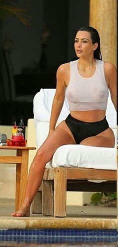 kim kardashian breasts bared in wet t shirt after pool dip 5173 4 Kim Kardashian En Bikini, Kim Kardashian Sexy, Kim Kardashian Images, Estilo Kardashian, Kardashian Jenner, Michelle Lewin, Kanye West, Weight Lifting, Under Armour