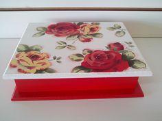 caixa em mdf toda pintada  á mão medida 26 x 22 x 7 cm