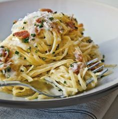 Carbonara by Eric Ripert. I want to love Carbonara, maybe this will be the recipe I Love Food, Good Food, Yummy Food, Tasty, Delicious Dishes, Pasta Recipes, Dinner Recipes, Cooking Recipes, Pasta Alla Carbonara
