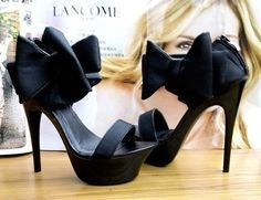 Black heels with bow and wooden detail - love