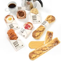 Welcome to the Tokyo Otaku Mode Premium Shop Bakery~ What can we serve you today? Our croissant, cinnamon roll, jam toast, egg toast, melonpan, and baguette socks are made fresh and sure to satisfy even the pickiest eaters! They can also be refolded to resemble their respective dish, and each pair is long and free-sized. Also, we know they look delicious, but don't actually eat them!