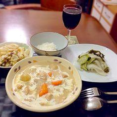 昨晩の家ご飯 クリームシチュー フィリピン風マカロニサラダ 大根マリネ 赤ワイン 白飯一口 - 72件のもぐもぐ - チキンクリームシチュー by manilalaki