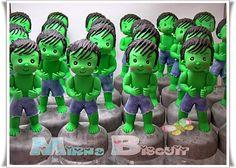 Festa do Hulk modelo de lembrancinha pote de papinha personalizado com aplique de biscuit Thor, Hulk Superhero, Decorated Jars, Luigi, Iron Man, Biscuits, Avengers, Pasta Flexible, Graphics