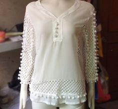 blusa branca plus size em chifon com renda gripir decote v