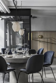 Maannos: A Cool Restaurant and Bar in Helsinki by Laura Seppänen - Nordic Design Black And White Dining Room, Black Dining Room Chairs, Ikea Chairs, Eames Chairs, High Chairs, Bar Chairs, Upholstered Chairs, White Home Decor, Black Decor
