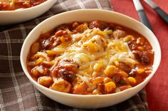 Chunky Chicken Chili recipe - try it for a bowl of tastiness! Our Slow-Cooker Chunky Chicken Chili recipe fits into your smart eating plan and is convenient. Slow Cooker Huhn, Slow Cooker Chili, Crock Pot Slow Cooker, Crock Pot Cooking, Slow Cooker Chicken, Slow Cooker Recipes, Crockpot Recipes, Cooking Recipes, Healthy Recipes