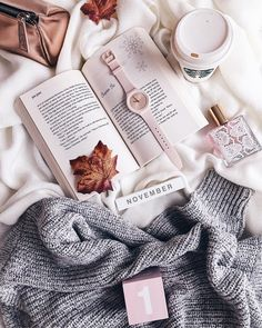 Hello November 🍁👋🏼💕 please be a good one 💭🐰🌸 and make our wishes come true.R accoun Cozy Aesthetic, Autumn Aesthetic, Pink Aesthetic, Hallo November, Welcome November, Calendar Wallpaper, Fall Wallpaper, Flat Lay Photography, Book Photography
