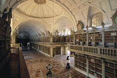 Biblioteca del Palacio Nacional de Mafra (Portugal) - Las 30 bibliotecas más espectaculares del mundo - Libertad Digital
