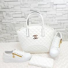 Girl Next Door Fashion. Keys To Finding The Best Sneakers For Women. Are you shopping for the best sneakers for women? Chanel Handbags, Fashion Handbags, Purses And Handbags, Fashion Bags, Designer Handbags, Sneakers Fashion, Fashion Shoes, Chanel Sneakers, Chanel Shoes