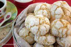 I biscotti al limone e zenzero sono dei dolcetti deliziosi, delicati e friabili, dal gusto fresco e profumato di limone e zenzero.