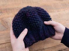 Tutorial fai da te: Come fare un berretto a maglia con bordo a coste e punto grana di riso via DaWanda.com