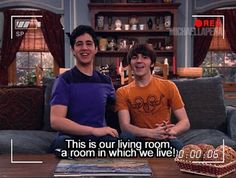 Drake and josh :) This is how I show people around my house Drake Bell, Drake Y Josh, Drake Parker, Best Tv Shows, Best Shows Ever, Movies And Tv Shows, Favorite Tv Shows, Meme Drake, Nickelodeon