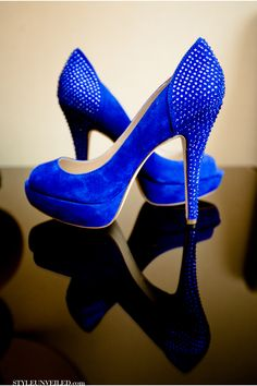 Dazzling Blue Shoes / Los Angeles Wedding / Yellow and Blue Details / Coco Gallery / via StyleUnveiled.com