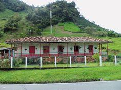Casa campesina en Riosucio Caldas Cabana, Pergola Designs, Beautiful Landscapes, My Dream Home, Contemporary Design, Living Room Designs, Vibrant Colors, Patio, World