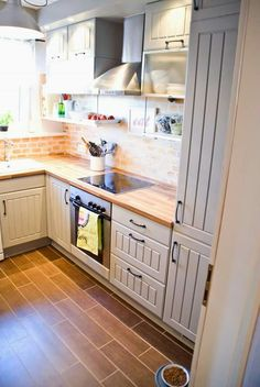Tiny kitchen renovation, small kitchen with two-tone cabinets wood tile floors - Pudel-design featured on Kitchen Cabinets Decor, Farmhouse Kitchen Cabinets, Kitchen Cabinet Design, Kitchen Layout, Interior Design Kitchen, New Kitchen, Kitchen Ideas, Kitchen Small, Gray Cabinets