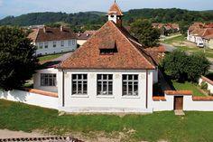 Case de oaspeți în Cincșor - igloo.ro Romania, Habitats, Places To Visit, Cabin, Traditional, Vacation, House Styles, Travel, Beautiful