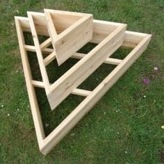 Pyramid planter - Another pinner says I have made these before so easy! Lowes sells the 4 to 6 – Pyramid planter Strawberry Tower, Strawberry Planters, Strawberry Garden, Raised Flower Beds, Raised Garden Beds, Raised Beds, Tower Garden, Garden Boxes, Vertikal Garden
