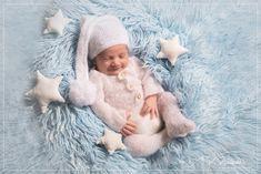 Séance Photo Naissance à Saint-Maur-Des-Fossés dans le Val de Marne Saint, Kids Rugs, Studio, Photo Shoot, Baby Born, Kid Friendly Rugs, Studios, Nursery Rugs