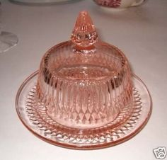 pink butter dish, that's to die for Pink Depression Glassware, Cheese Dome, Vaseline Glass, Antique Glassware, Fenton Glass, Vintage Dishes, Glass Dishes, Carnival Glass, Glass Collection