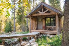 A Wyoming mountain retreat blends contemporary living with rustic style Building Design, Building A House, Guest Cabin, Rustic Contemporary, Contemporary Kitchens, Contemporary Bedroom, Cabins And Cottages, Rocky Mountains, Cabin Plans