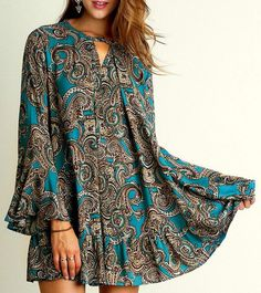 Umgee Women's Bell Long Sleeved Paisley Print Dress Keyhole Neckline Tops Tunic -- Be sure to check out this awesome product. (This is an affiliate link and I receive a commission for the sales) Boho Chic, Bohemian Chic Fashion, Bohemian Mode, Girls Tunics, Blouses For Women, Paisley Print Dress, Plus Size Kleidung, Swing Dress, Shirts