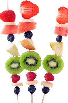 Fresh Fruit Kabobs with Dip Recipes - Fun Tea Party Ideas Veggie Snacks, Lunch Snacks, Kid Snacks, Cute Snacks, Yummy Snacks, Easy Snacks, Creative Kids Snacks, Creative Food, Healthy Eating For Kids