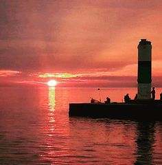 @mammabear75x shared this bright #sunset with us! #SouthHaven #SunsetSunday #LakeMichigan #Pier #PureMichigan #Midwestmoment.