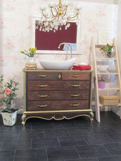 Badmöbel Landhaus   Dieses Prächtige Badmöbel Im Landhausstil Vermittelt  Die Grundzüge Des Barock: Raum,