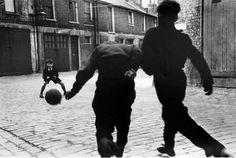 "Seizing that moment in time!""Football"" - Addison Place, North Kensington Photo by Roger Mayne, Street Photographer. Roger Mayne, Evans, Eugene Atget, William Eggleston, Leeds United, Old London, West London, Football, London Photos"