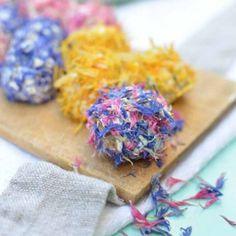 Sommerfest: Frischkäsekugeln mit Blüten