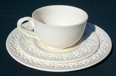 Teetasse mit Kuchenteller im Lochmuster von Hartley Greens. www.kippax.de/Geschirr/Hartley-Greens/